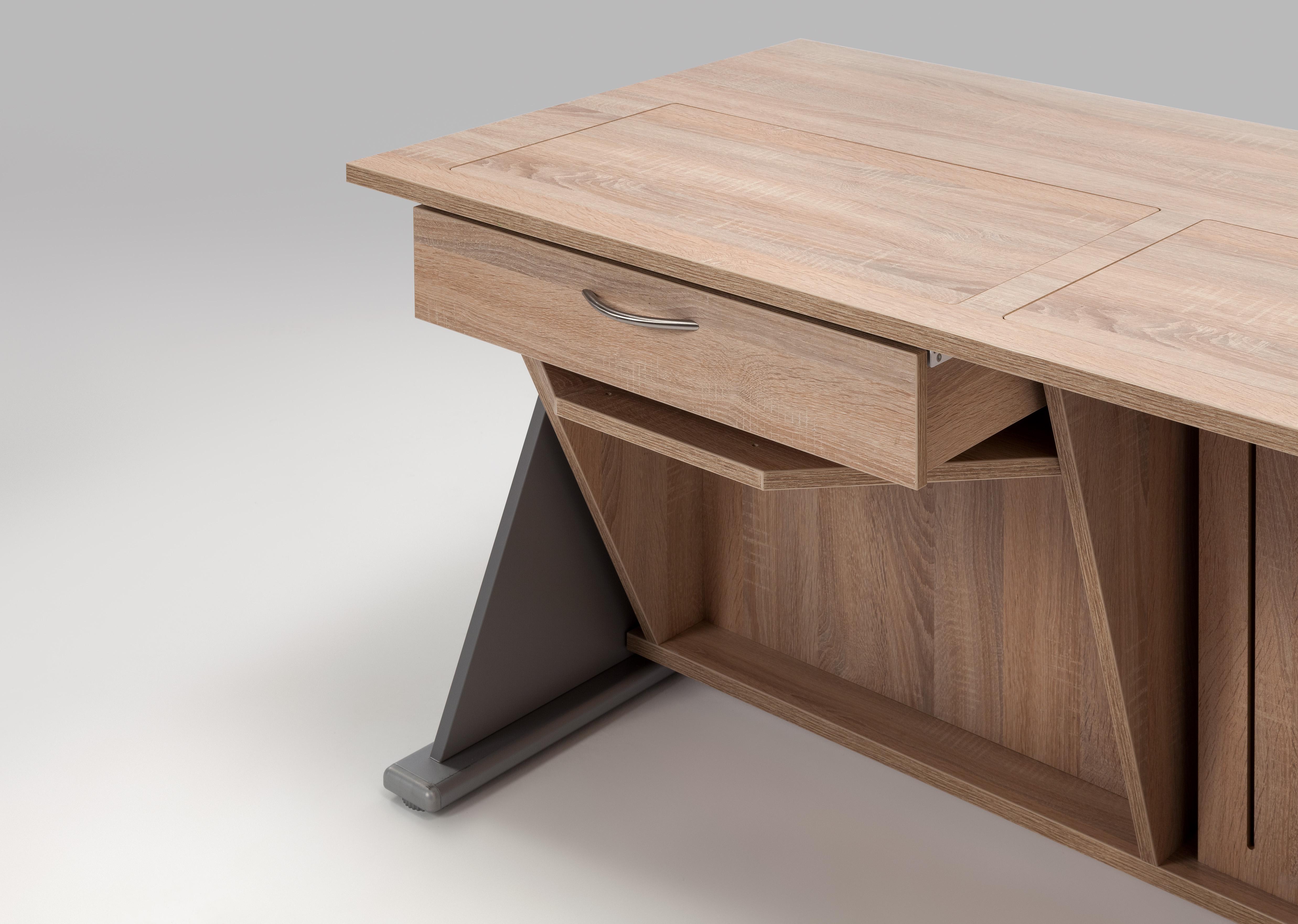 Die optional erhältliche Schublade bietet zusätzlichen Stauraum für die Nähutensilien.