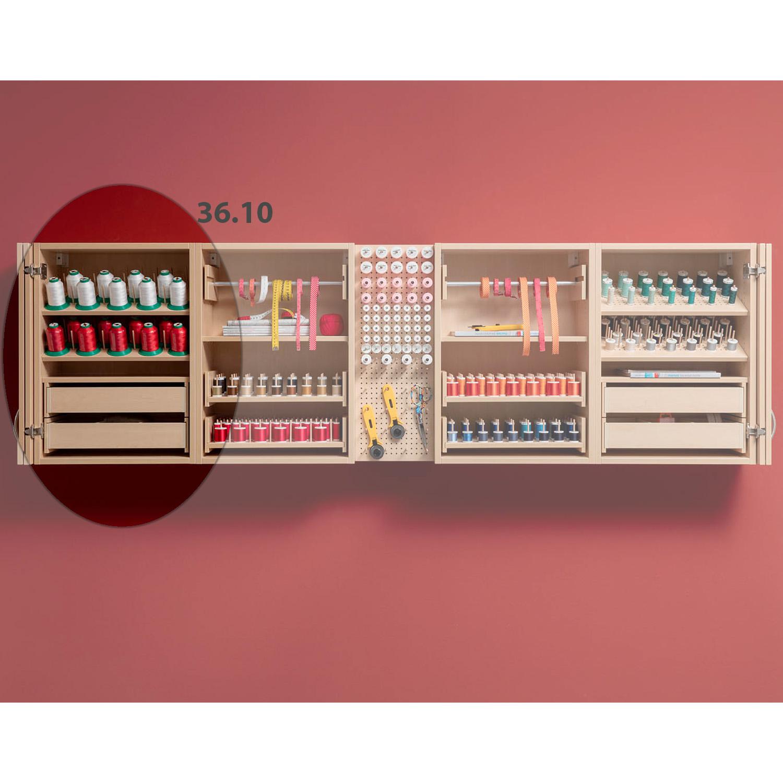 Die Kombination America besteht aus drei unterschiedlichen Hängeregalen und zusätzlichem Pin-Board.