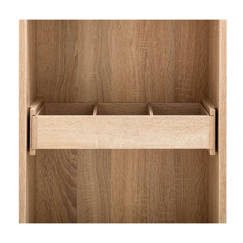 Für die kleineren Nähhelfer dient die Schublade mit drei Unterteilungen als Stauraum.