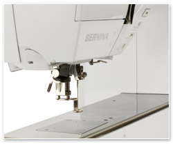 Unterfaden-hoch-Funktion der Bernina B 700